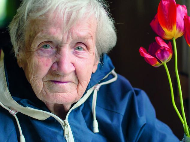 Old lady with tulips